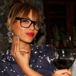 Beyonce-Glasses-and-Red-Lips