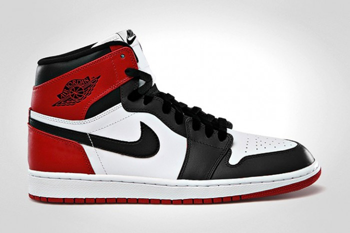air-jordan-1-retro-high-og-black-toe-1-700x466