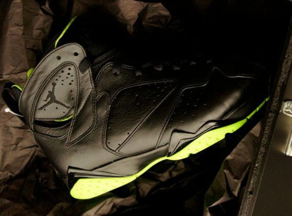 air-jordan-vii-xx8-days-of-flight-570x423