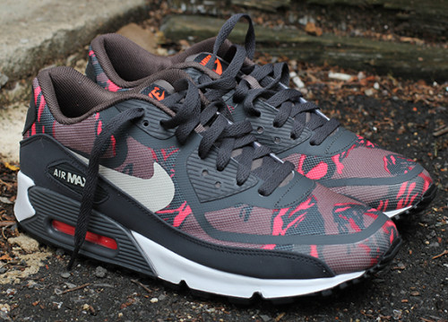nike-wmns-air-max-90-tape-red-camo-1