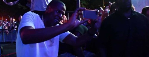 video-jay-z-watches-deadmau5′-dj-set-at-2013-made-in-america-festival-650x250