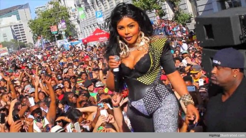video-lil-kim-looks-like-money