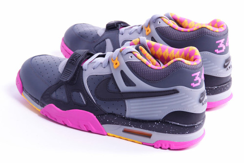 nike-air-trainer-iii-bo-knows-horse-racing-3