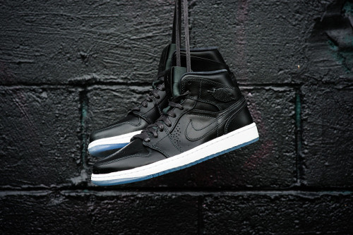 air-jordan-1-mid-nouveau-anthracite-white-1