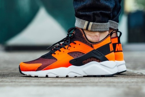 nike-air-huarache-run-ultra-total-crimson-1-1-700x467